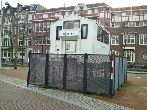 Police post alongside US Consulate, Museumplein